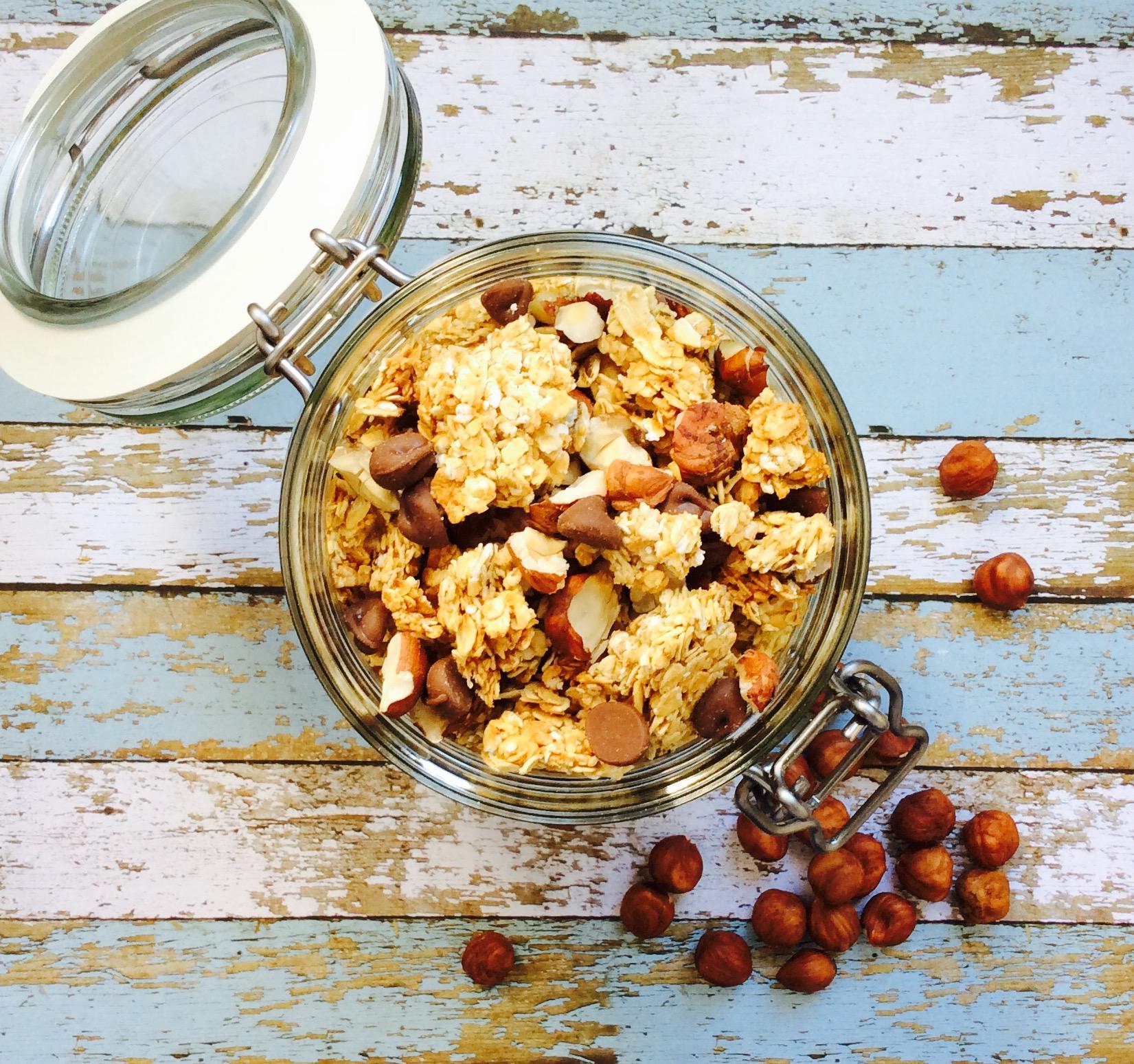 receta-granola-de-avena-con-avellanas-y-chocolate
