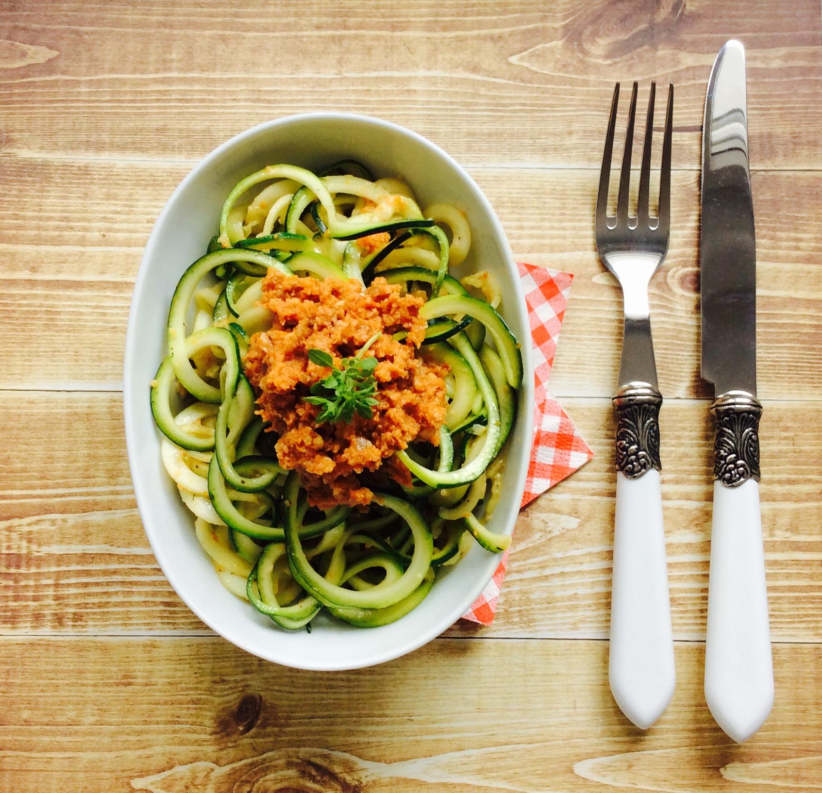 receta-espaguetis-de-calabacin-con-pesto-rojo-1